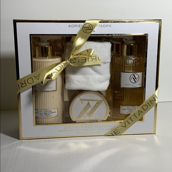 Adrienne Vittadini Luxurious Bath Essentials Set